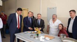 Ertürk, genç aşçılarla mutfağa girdi