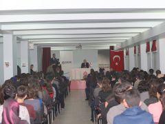 Gençlerle buluşan Başkan Ercan, öğrencilere tavsiyelerde bulundu