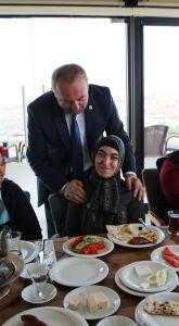 Başkan Şahiner, bayanlarla Sungurlu'yu konuşuyor