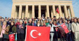 Bahar Evi sakinlerinden Ata'ya saygı