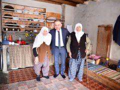 Ertürk'ten, vatandaşlarla yakından ilgileniyor